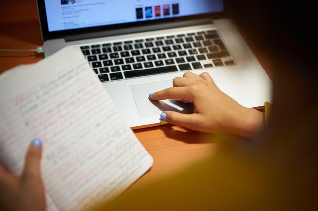 Surface Laptop post image by Diego Cervo (via Shutterstock).